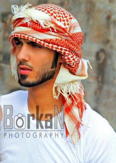 В сети появилось фото мужчины, которого выгнали из Саудовской Аравии за его красоту. Изображение № 4.