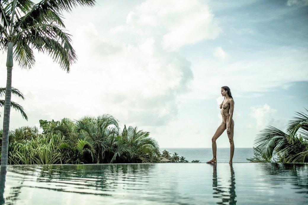 Джеймс Расселл сфотографировал американскую модель Алексу Кейр для нового номера журнала Treats!. Изображение № 2.