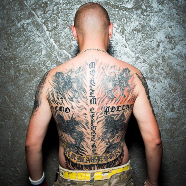 Разговоры за спиной: Обладатели «забитых» спин рассказывают о сюжетах своих татуировок. Изображение №10.