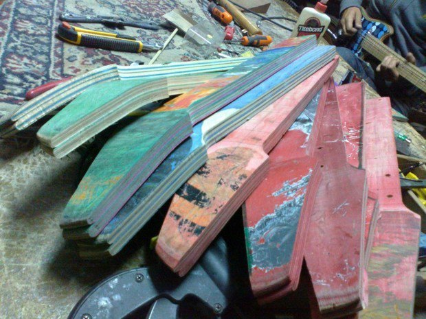 Аргентинская мастерская создает электрогитары из старых скейтбордов. Изображение № 19.