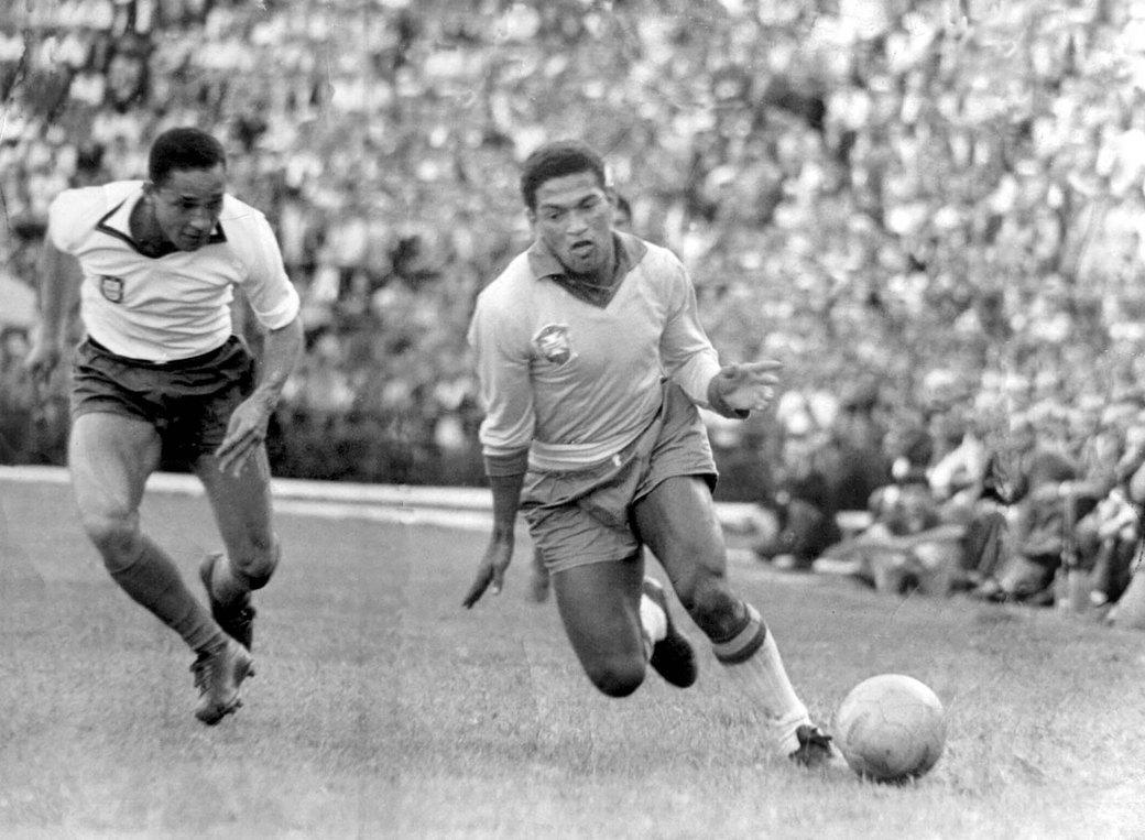Гарринча: «Великий хромой» бразильского футбола. Изображение № 2.