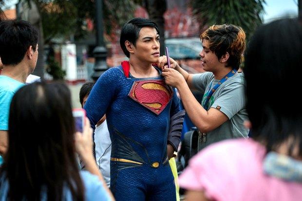 Филиппинец превратился в Супермена при помощи 13 пластических операций. Изображение № 5.