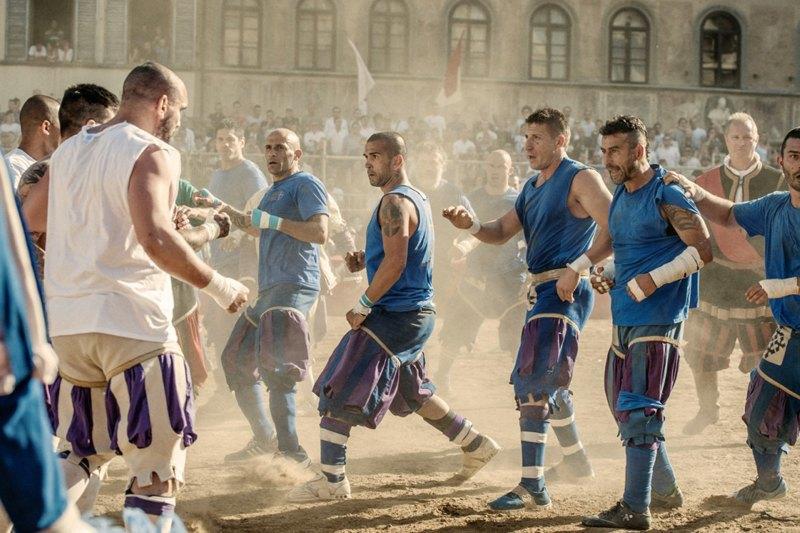 Как выглядит самая кровожадная разновидность футбола —кальчо флорентино. Изображение № 1.