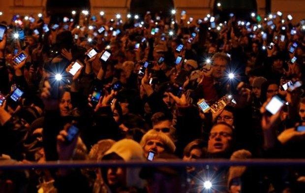 В Будапеште начались массовые беспорядки из-за налога на интернет. Изображение № 1.