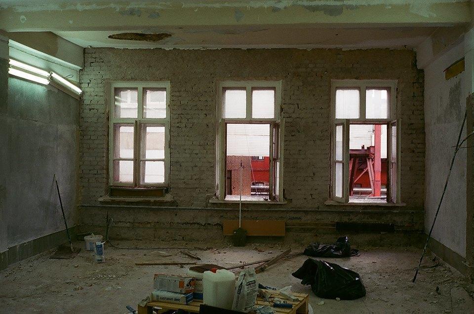 Фоторепортаж: Как мы сделали ремонт в мастерской силами редакции. Изображение № 16.