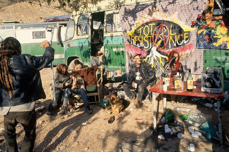 Бесконечное лето: Кочевая жизнь рейверов 1990-х. Изображение № 7.