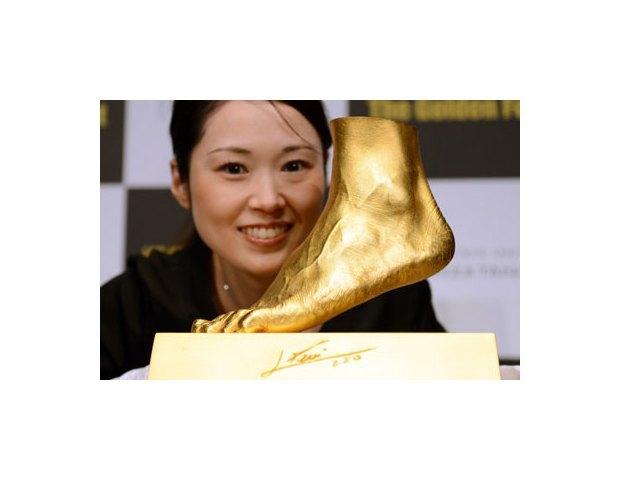 Ювелир изготовил из золота копию левой ноги Лионеля Месси. Изображение № 2.