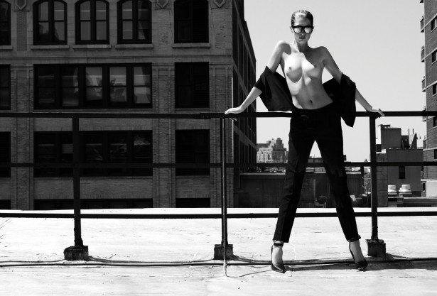 Американская модель Хайде Линдгрен снялась обнаженной для журнала Treats!. Изображение № 7.