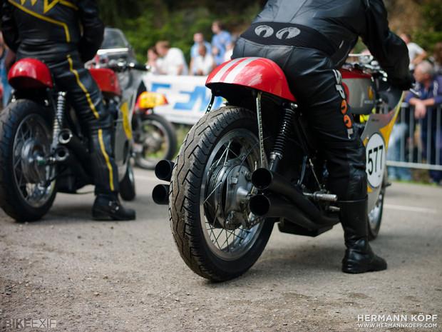 В Германии издали книгу фотографий ежегодной гонки на мотоциклах Barr Hill Race. Изображение № 7.