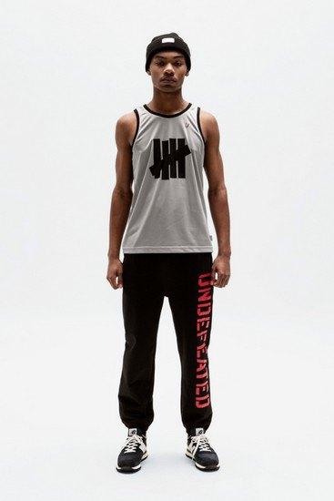 Марка Undefeated опубликовала лукбук весенней коллекции одежды. Изображение № 15.