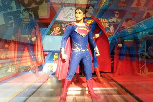 Филиппинец превратился в Супермена при помощи 13 пластических операций. Изображение № 4.