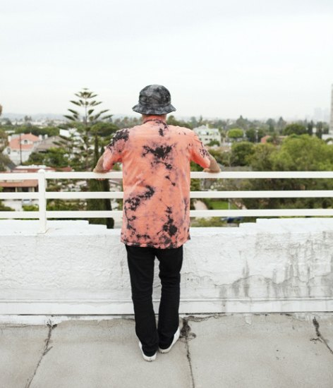Марка Stussy выпустила коллекцию одежды, раскрашенной в стиле тай-дай. Изображение № 4.
