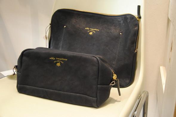 Ну, и чехол для лэптопа с маленькой сумкой для любых мелочей, чаще всего гигиенического толка.. Изображение № 9.