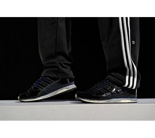 Марка Adidas Originals и дизайнер Казуки Кураиши запустили новую линейку одежды. Изображение № 23.