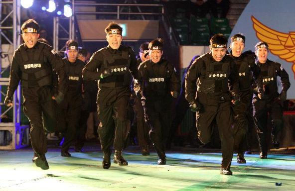 Южнокорейские солдаты борются с терроризмом приемами из арсенала Человека-паука. Изображение № 1.