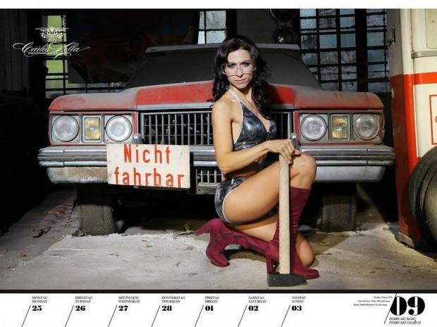 10 эротических календарей на 2013 год. Изображение № 78.