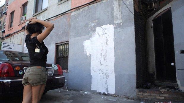 Неизвестные закрасили граффити Бэнкси . Изображение № 2.