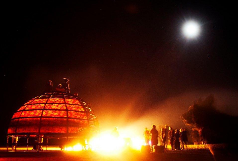 Как развлекаются посетители фестиваля Burning Man в африканской пустыне. Изображение № 33.