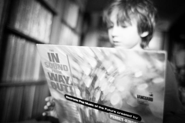 Американский фотограф Эйлон Паз выпускает книгу о коллекционерах винила. Изображение № 6.