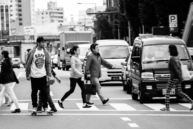 Марка Bape и скейтбордист Ёсифуми Эгава выпустили совместную коллекцию одежды. Изображение № 4.