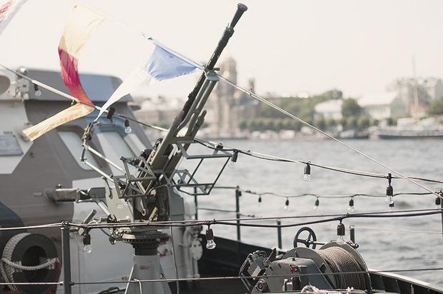 Детали: Моряки и корабли на Дне ВМФ в Санкт-Петербурге. Изображение № 18.