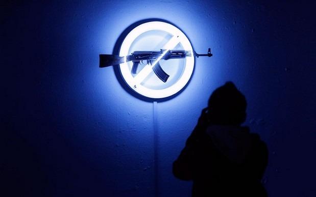 Британские художники представили миролюбивые модификации АК-47. Изображение № 10.