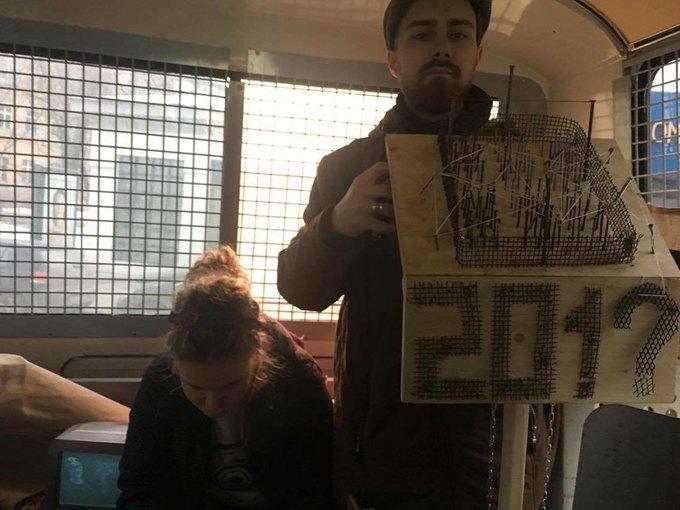 Участников антивоенной выставки «Не мир» задержала полиция . Изображение № 5.