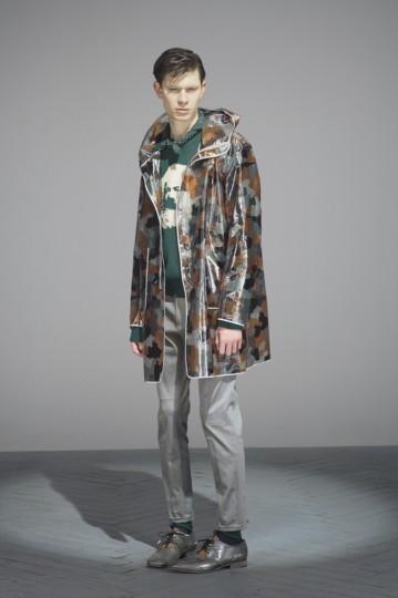 Японская марка Undercover выпустила лукбук осенней коллекции одежды. Изображение № 20.