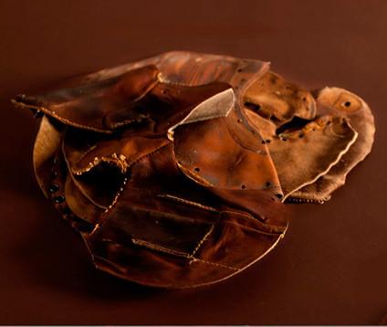 Марка Coach сделала коллекцию кошельков из винтажных бейсбольных перчаток. Изображение № 2.