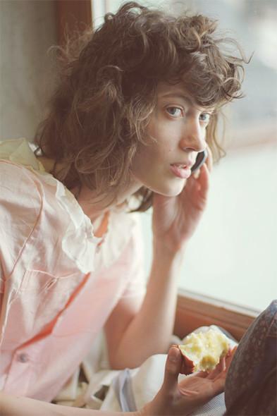 Репортаж с выставки Faces&Laces: Красивые девушки отвечают на вопросы. Изображение № 2.