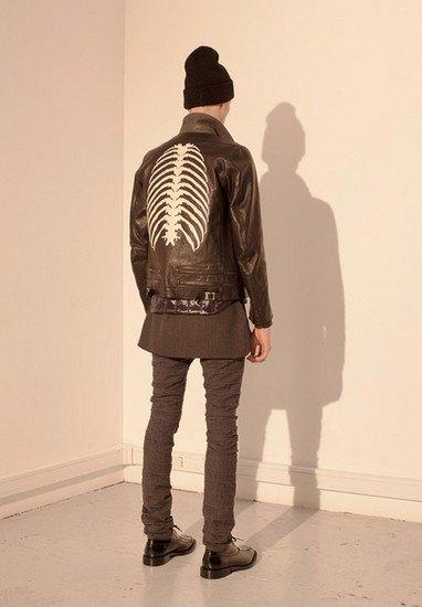 Марка Undercover опубликовала лукбук осенней коллекции одежды. Изображение № 43.
