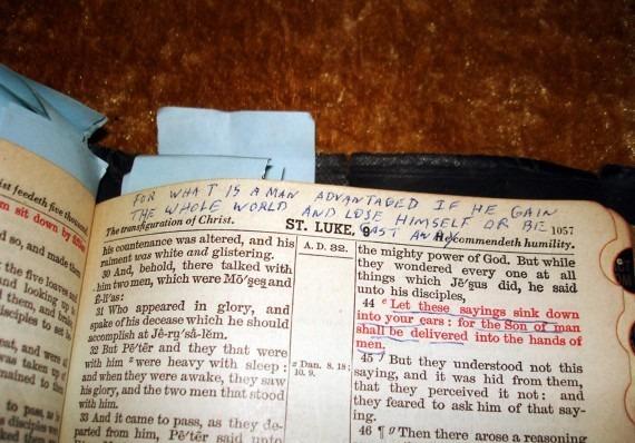 Библию Элвиса Пресли продали на аукционе за 59 тысяч фунтов. Изображение № 3.