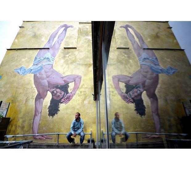 В Бристоле появилось граффити с танцующим брейк Иисусом. Изображение № 4.