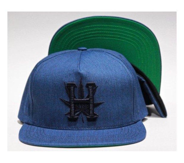 Снуп Догг и марка Huf представили совместную коллекцию одежды. Изображение № 21.