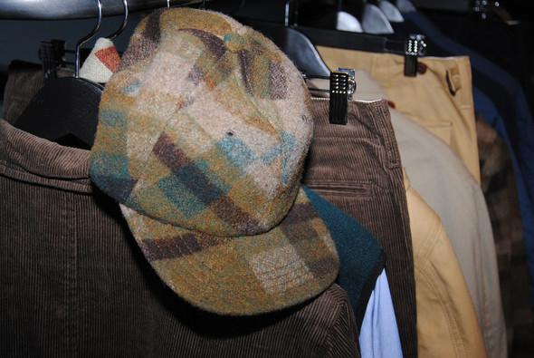Все кепки выглядят зимними даже без опускающихся ушей. Все потому, что правильно подобран материал, здесь, как видно, шерсть.. Изображение № 15.