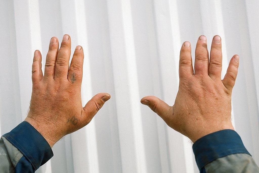 Нейл-арт недели: Руки московских рабочих. Изображение № 5.