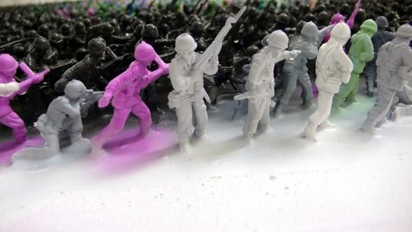 Художник Джо Блэк сделал портрет из 5500 игрушечных солдатиков. Изображение № 3.