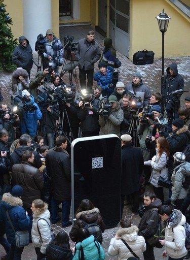 В Петербурге открыли памятник Стиву Джобсу в виде огромного iPhone. Изображение № 6.
