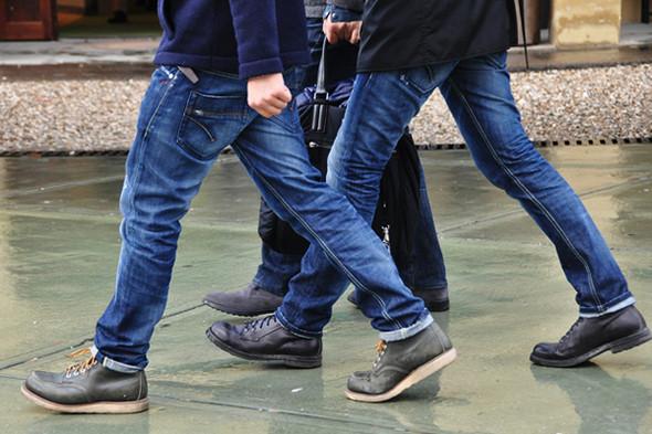 Изображение 19. Шарфы, клатчи, клетчатые пиджаки и подвернутые джинсы.. Изображение № 61.