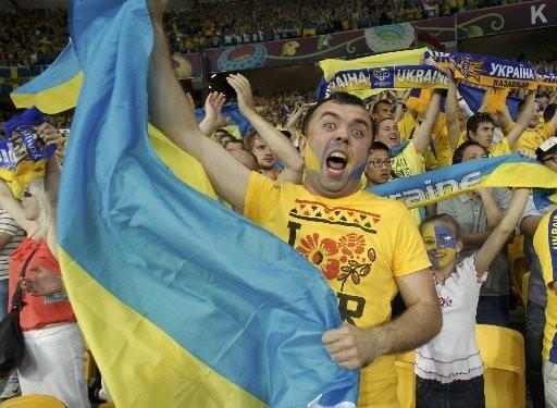 Украинские фанаты перекричали Ниагарский водопад . Изображение № 1.
