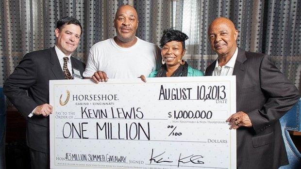 Американец выиграл миллион долларов по ошибке казино. Изображение № 1.