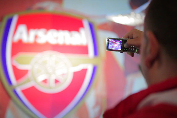 «Арсенал» отметил 125-летие выставкой фотографий игроков и болельщиков. Изображение № 14.
