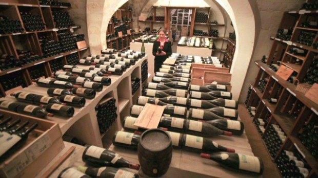 Экономический кризис заставляет европейские правительства продавать запасы вина. Изображение № 1.