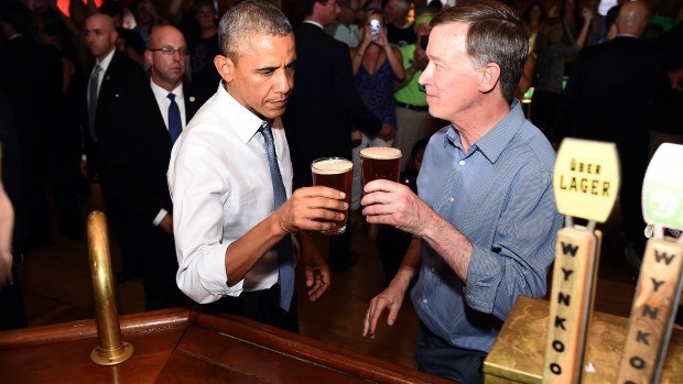 Барак Обама отказался покурить травки в баре. Изображение № 1.