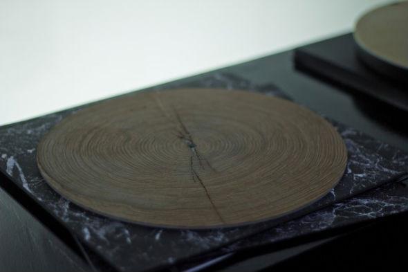 Немецкий художник создал проигрыватель пластинок из дерева. Изображение № 1.