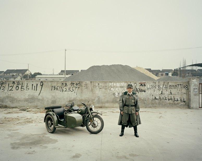 В люльке: Владельцы мотоциклов с колясками на фоне пейзажей Шанхая. Изображение № 4.