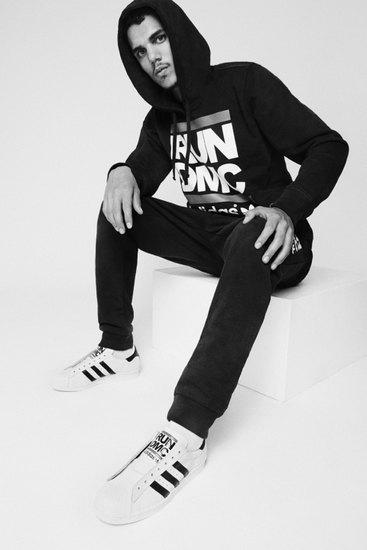 Марка Adidas Originals и хип-хоп-коллектив Run-D.M.C. выпустили совместную коллекцию одежды. Изображение № 4.
