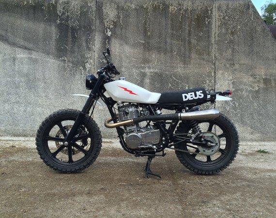 Мотомастерская Deus Ex Machina представила кастом на базе Yamaha SR. Изображение № 1.