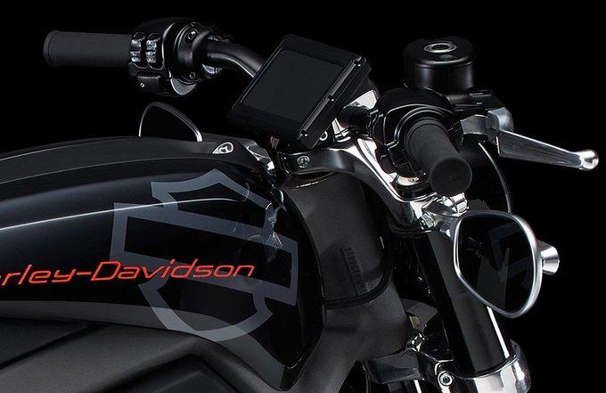 Harley-Davidson выпустит свой первый серийный мотоцикл с электродвигателем. Изображение № 13.