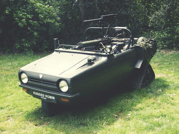 Англичанин переделал трехколесный автомобиль в боевой внедорожник. Изображение № 1.